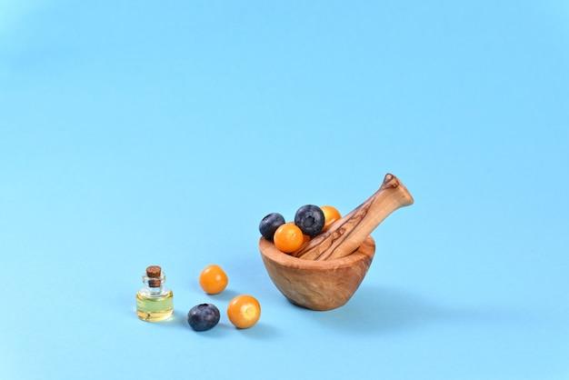 Pęcherzyca i jagody w zaprawie korzennej