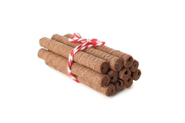 Pęczek rolek waflowych czekolady na białym tle