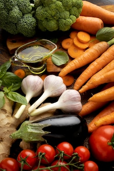 Pęczek świeżych warzyw pod dużym kątem