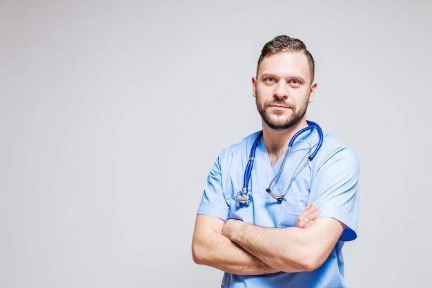 Pediatrician silny portret medycznych uśmiech na tle
