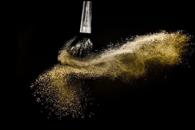 Pędzel kosmetyczny ze złotym rozprowadzaniem proszku kosmetycznego