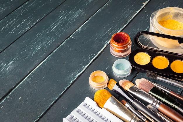Pędzle do makijażu i cienie do makijażu