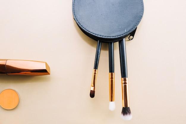 Pędzle do makijażu w torebce