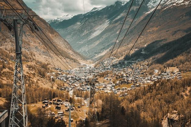 Pejzaż miejski i krajobrazy widok miasta zermatt,