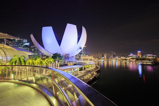 Pejzaż miejski singapur miasto przy nocą