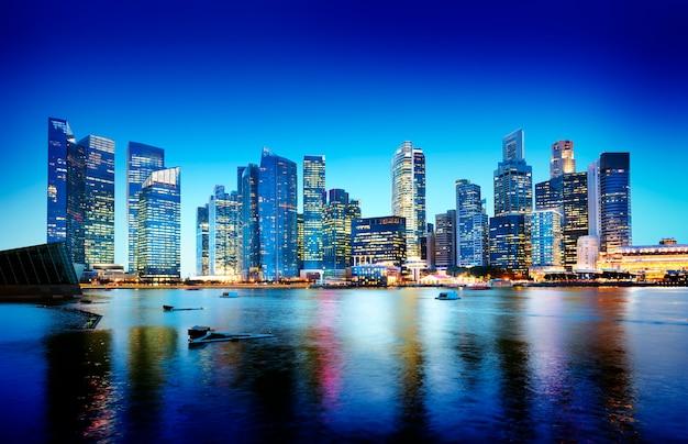 Pejzaż miejski singapur nocy panoramiczny pojęcie