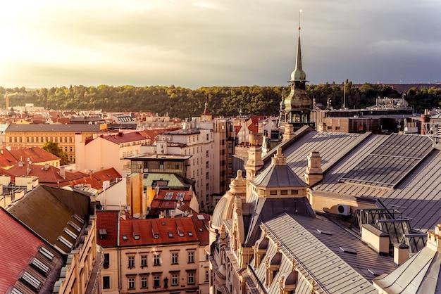 Pejzaż miejski w pradze. wysoki kąt widzenia. republika czeska