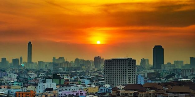 Pejzaż miejski w śródmieściu bangkok od wysokiego widoku widoku ptasiego oka lub