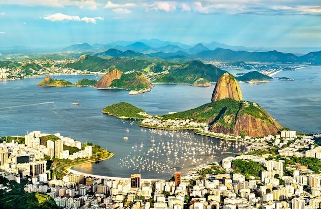 Pejzaż w rio de janeiro z corcovado w brazylii