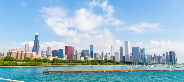 Pejzaż z chicago w letni dzień, illinois usa.