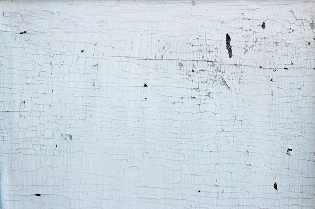 Pęknięta drewniana pomalowana ściana