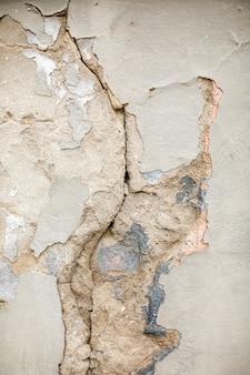 Pęknięta ściana betonowa