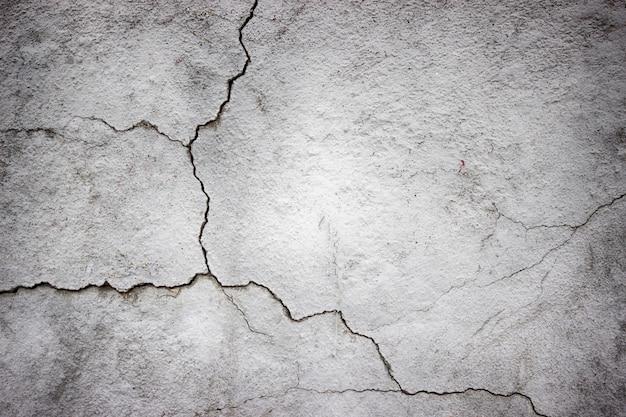 Pęknięty betonowy mur pokryty szarego cementu tekstury jako tło dla projektu