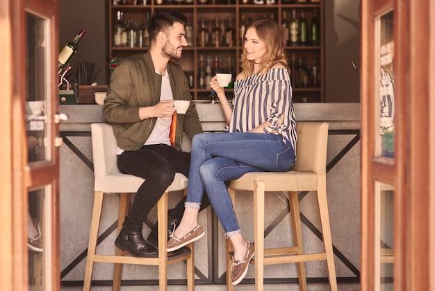 Pełna długość pary przy barze?