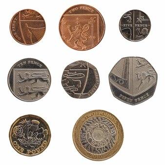 Pełna gama monet z wielkiej brytanii na białym tle nad białym