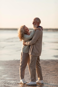 Pełna historia miłosna starsza para