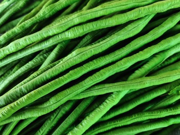 Pełna klatka z bliska tło świeżego zielonego groszku