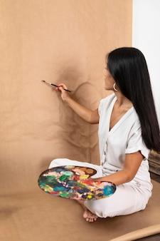 Pełne ujęcie malarstwa kobiety