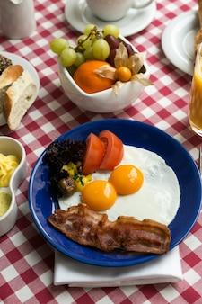 Pełne włoskie śniadanie w piękny poranek?