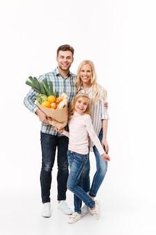 Pełnej długości portret szczęśliwej rodziny