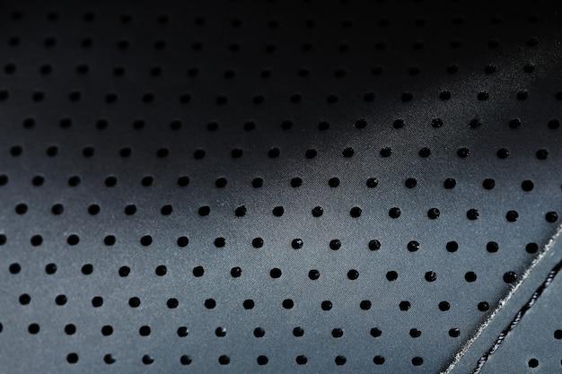Pełnoekranowa, czarna, teksturowana skóra z otworami w zbliżeniu