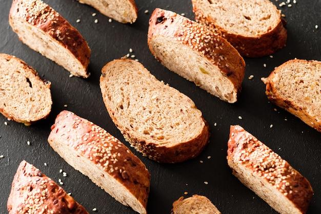 Pełnoziarnisty chleb kromki tło