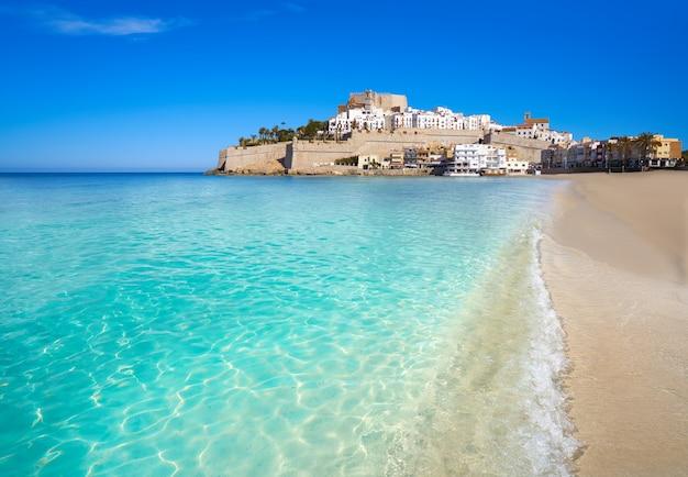 Peniscola linia horyzontu i kasztel plaża hiszpania