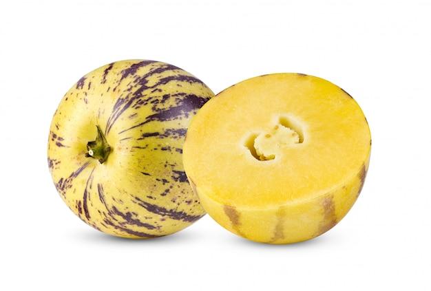 Pepino melony na białym tle