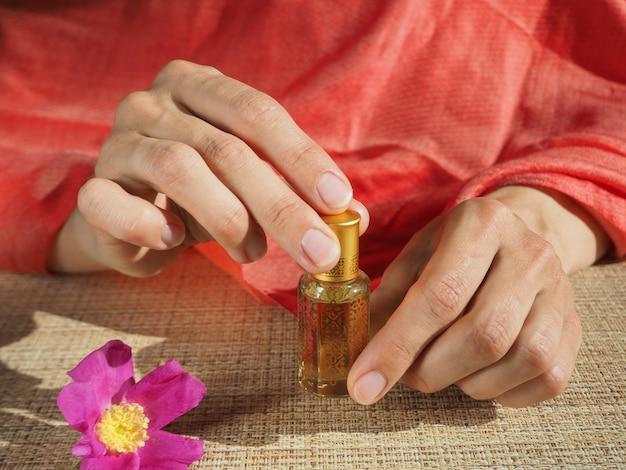 Perfumy arabskie oud attar lub olejki agarowe w mini butelkach.