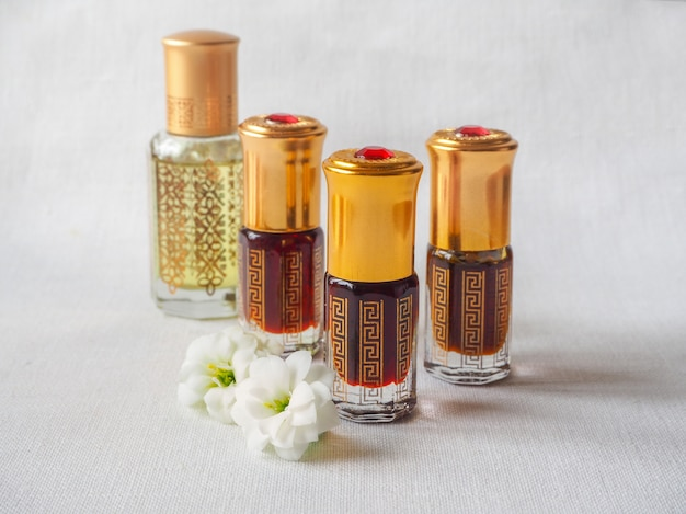 Perfumy arabskie oud attar w mini butelkach.