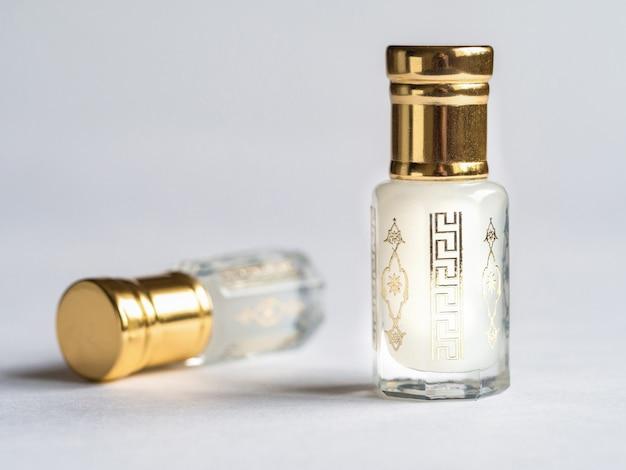 Perfumy attar w mini butelkach.