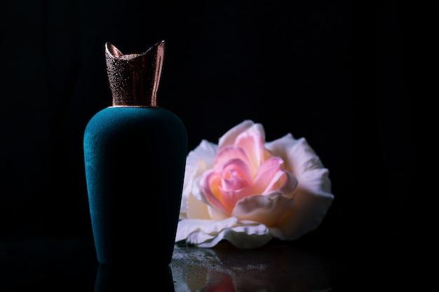 Perfumy i róża