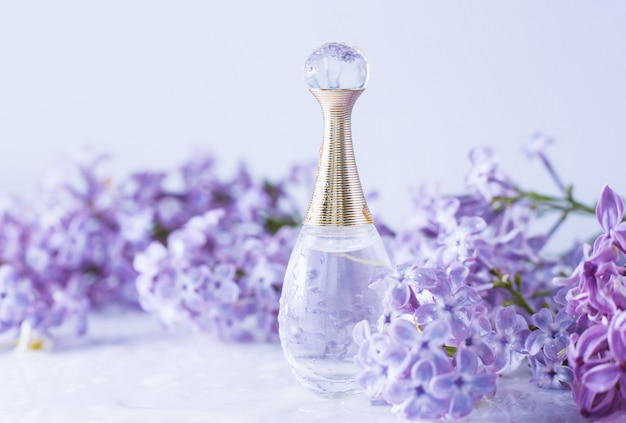 Perfumy z kwiatami bzu