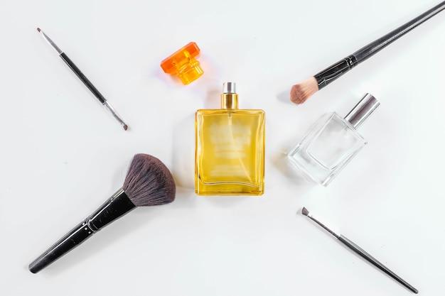 Perfumy ze szczoteczką do twarzy
