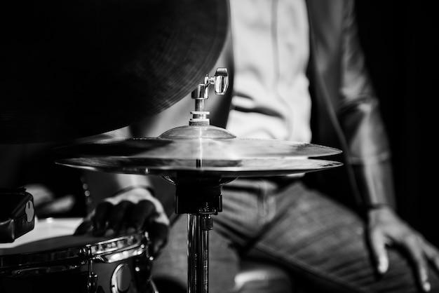 Perkusista występujący na imprezie