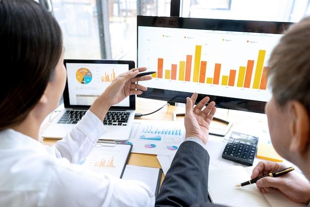 Personel biura coachingu biznesmen