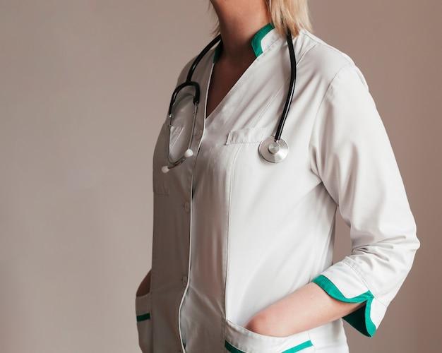 Personel medyczny z stetoskopem