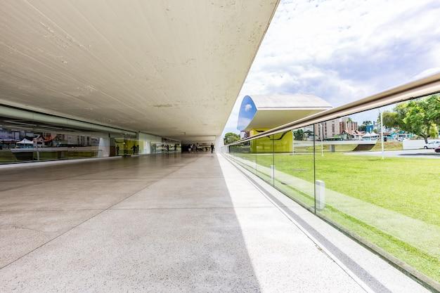 Perspektywa wewnętrzna muzeum oscara niemeyera