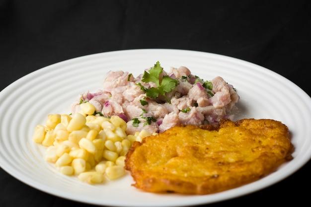 Peruwiańskie cebiche tradycyjne owoce morza smażona ryba ryż z owocami morza spocona ryba na parze ceviche sudado arroz con mariscos chicharron cabrilla