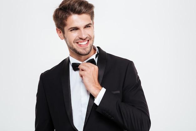 Pewny siebie biznesmen. uśmiechnięty