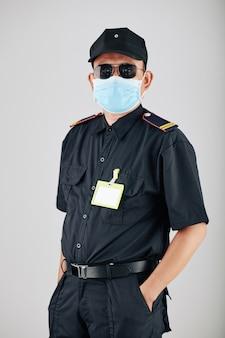 Pewny siebie posterunek policji