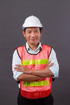 Pewny Siebie, Profesjonalny Azjatycki Inżynier, Budowniczy, Architekt, Pracownik, Skrzyżowanie Ramion Premium Zdjęcia