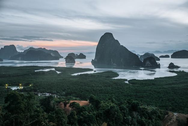 Phang nga zatoka w południowym thailand