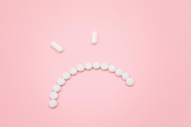 Pharma szkodzi gniewnej buźce z białych tabletek