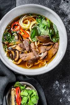 Pho bo wietnamska zupa z wołowiną