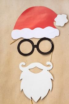 Photo booth kolorowe rekwizyty na przyjęcie świąteczne - wąsy, święty mikołaj, okulary, czapka