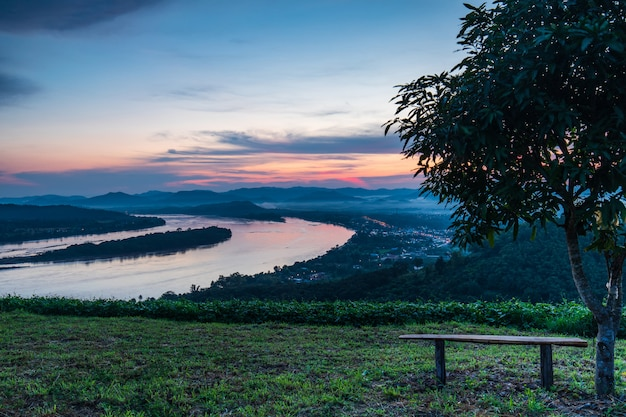 Phu-lum-duan, krajobraz rzeki mekong w granicy tajlandii i laosu, prowincja loei w tajlandii