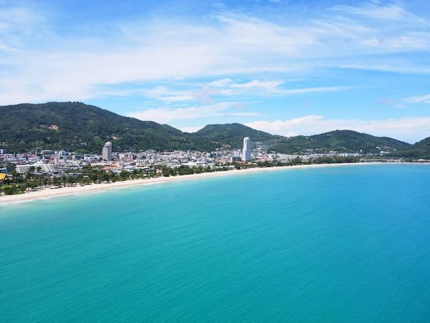 Phuket tajlandia karon beach 2021 widok z lotu ptaka podróż miasto i plaża w lecie tropikalnej plaży sea