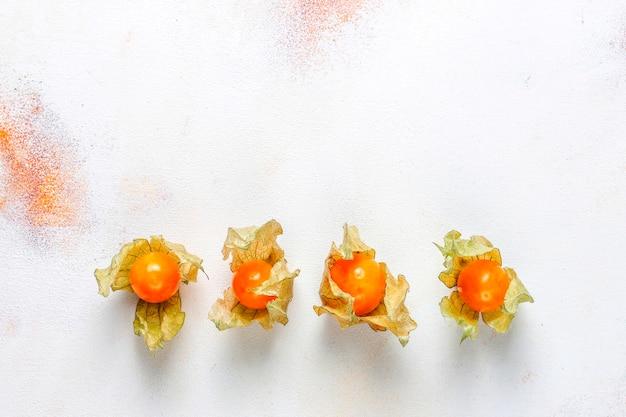 Physalis peruviana lub golden berry.