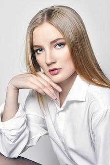 Piękna seksowna blond kobieta